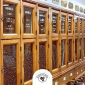 [ Nos silos ont une Histoire ] Nous vous proposons des cafés de qualité torréfiés quotidiennement par nos soins 🧡. Nos mélanges et préparations sont soigneusement élaborés dans notre atelier où chaque variété utilisée a été sélectionnée avec un dosage précis afin d'obtenir un rendu homogène et précis à chaque torréfaction. Par la suite, nous conservons l'ensemble de nos 27 variétés de cafés dans des silos en bois dédiés à chacune d'entre elles.  Découvrez notre large sélection de café #GrandCru ⚜ du monde entier en boutique ou directement sur ✅ www.grainscafes.com ! #rueGrande #manosque #irresistible #noscommerçantsontdutalent  Cafés en grains ou moulus ou capsules ☑️ Torréfaction 100% #Artisanale ☕️ 📍 26 rue Grande - Manosque 🕡 Mardi au samedi de 9h à 13h | 14h à 18h Plus d'infos ?! 👇 📱 04.65.10.00.67 📧 contact@grainscafes.com #GrainsCafes #coffee #coffeetime #coffeelover #cafe #coffeeshop #coffeeaddict #Torrefaction #coffeegram #specialtycoffee #coffeewithaview #coffeeaddicted #coffeeaddiction #bestcoffee #doyourcoffee #dimanche #lac #cafe #weekend #weekendcafe #cafedetente #everydayiamcoffee #Silos #compatible