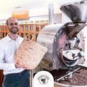 [ TORRÉFACTEUR DE PÈRE EN FILS 👨👦]  L'entreprise familiale a été créée en 1987 par Jean-Marie Rigoulet, Maître torréfacteur, amoureux 🤎 du savoir-faire artisanal. Son désir a toujours été de faire découvrir les savoirs et les saveurs du café et du thé du monde entier.  On aurait pensé que ce ne soit pas sa tasse de thé, cependant Nicolas Rigoulet 👋 a suivi les traces de son père et a hérité d'une formation inestimable 😍. Cela lui permet d'apporter un conseil et un suivi de qualité tout en vous faisant voyager à travers les divers pays producteurs de thé et de café.  N'hésitez pas à vous connecter sur notre site ✅ www.grainscafes.com Cafés en grains ou moulus ou capsules ☑️ Torréfaction 100% #Artisanale ☕️ 📍 26 rue Grande - Manosque 🕡 Mardi au samedi de 9h à 13h | 14h à 18h Plus d'infos ?! 👇 📱 04.65.10.00.67 📧 contact@grainscafes.com  #specialtycoffeeroaster #specialitycoffee #coffeeroastery #connectroasters #explorecoffee #coffeebrewing #coffeepeople #roastery #coffeeroasting #coffeeaddict #coffeeshop #coffeehype #coffeetime #coffeepeople #coffeebean #coffeeworld #coffeeculture #coffeeshopcorners #caffeinedaily #coffeeroaster #Manosque #roasterdaily #grainscafes